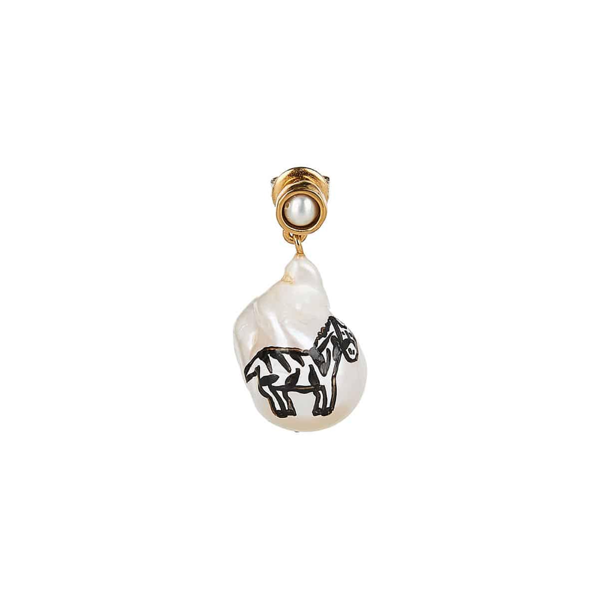 Zebra single pearl earring