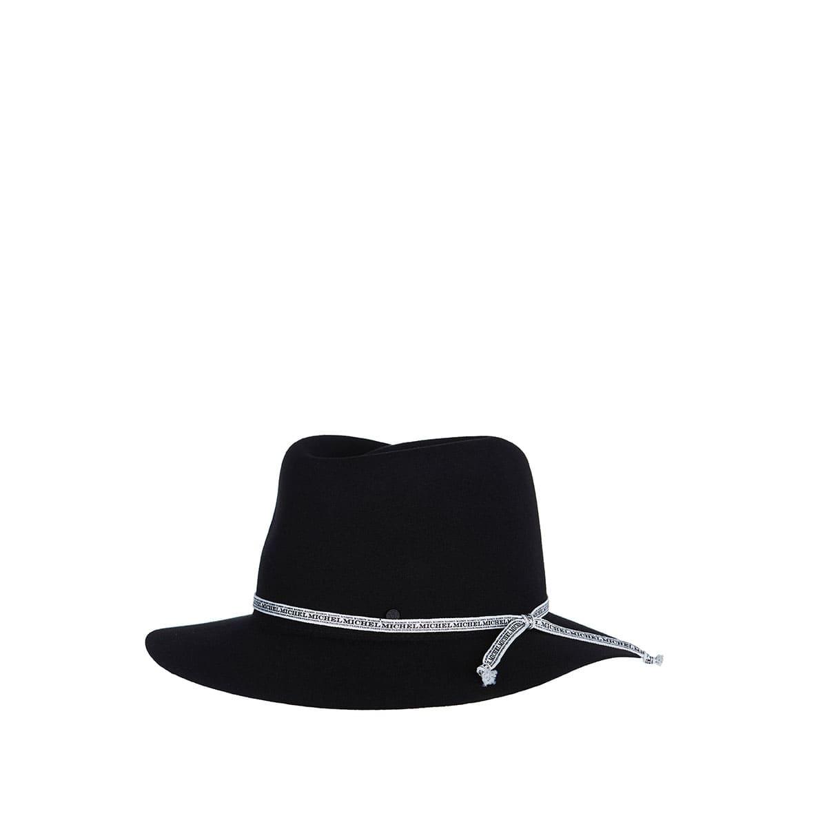 Andre felt hat